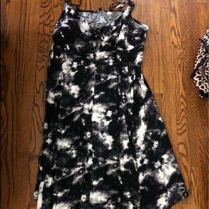 Dresses & Skirts - Tie front button down handkerchief dress
